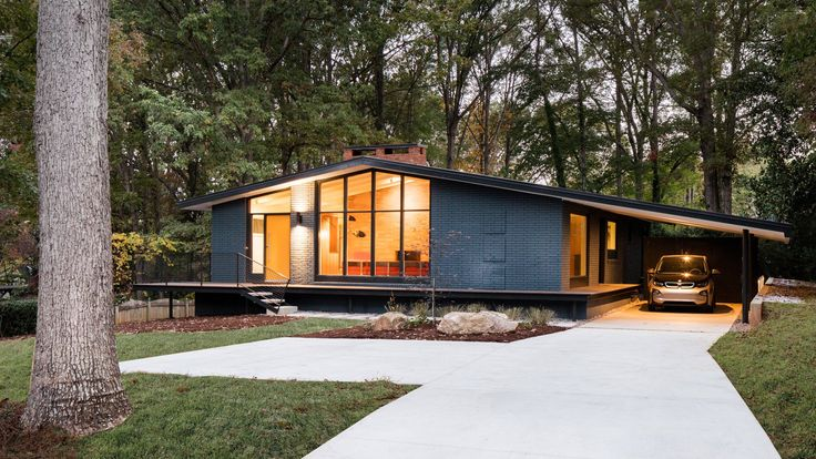 """American firm In Situ Studio has overhauled a midcentury modern dwelling in Raleigh, North Carolina, that had been """"haphazardly chopped up"""" over the years."""