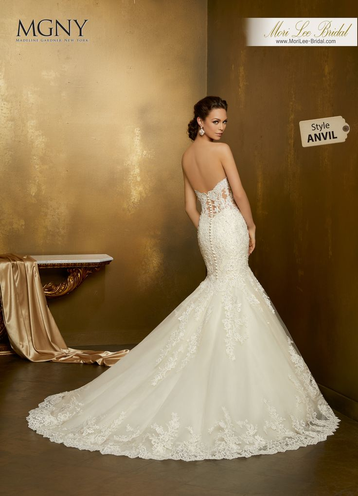 Style ANVILOrielCrystal beaded, re-embroidered appliqués on a tulle mermaid with hemlace