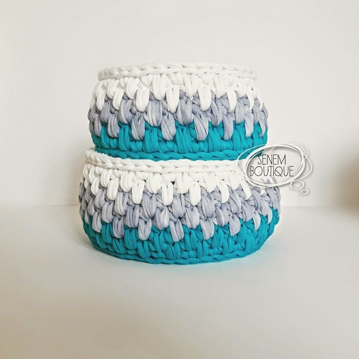 CROCHET BASKET  . . #penyeip #tshirtyarn #penyesepet #crochetbasket #crochet #dekorasyon  #homemade #madamecoco #basket #knit #knitting #stricken #häkeln #tejer #virka #örüyorsamsebebivar #örgü #trapillo #uncinetto #ganchillo #fiodemalha #wool #yarnart #etsy #10marifet #crafty #deryabaykal