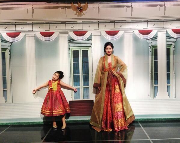 Korean Hanbok made from Indonesian Batik via @Annisa Larasati