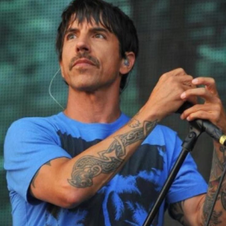 Энтони Кидис подогревает интерес к будущему альбому Red Hot Chili Peppers  Энтони Кидис рассказал что Red Hot Chili Peppers находятся на последней стадии записи новой пластинки.  ЖдёмКстатив нашем репертуаре есть песня перцев#6sgmusic  Московская кавер рок-группа SIX STRINGS GENERATION  песня группы #KISS Sure know something в нашем исполнении (part1)  ПРИХОДИТЕ НА НАШИ КОНЦЕРТЫ  ПРИГЛАШАЙТЕ НА СВОИ МЕРОПРИЯТИЯ Промо-видео на нашем сайте 6sgmusic.ru  Активная ссылка в нашем профиле…