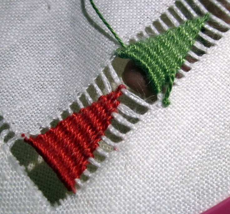unha de princesa interpretation: join two pieces using long bugle beads instead. then embroider( using thick thread or transi pipes)