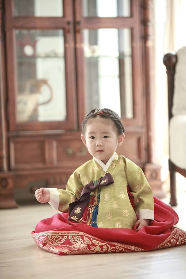 My work, My niece, Korean clothes Birthday Dress, 1 year old girl Material: Silk Style: Korean Traditional Style (1st Birthday, Dol in Korean) Accessories: Silver Headband & Pendant