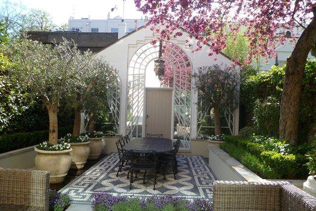 Kate Gould year-round green space - Small Garden Ideas & Design. Portofino Design - Small Garden and Patio Ideas
