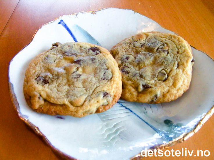 """Her har du en amerikansk oppskrift på EKTE og KNALLGODE """"Chocolate Chip Cookies""""!!! Oppskriften gir 36 store cookies."""