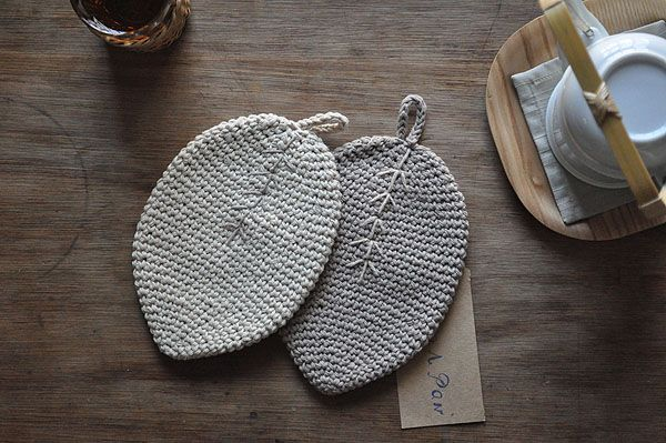 Crochet | no es apenas para las abuelas más.  He aquí el porqué ➤ http://CARLAASTON.com/designed/is-crochet-cool-again
