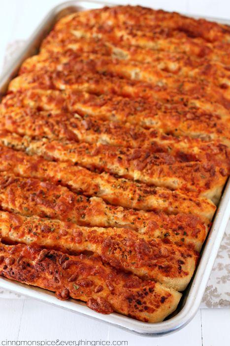Easy Pull-Apart Pizza Breadsticks