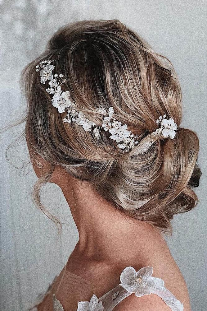 Best 2020 Wedding Updos Ideas For Every Bride Romantic Bridal