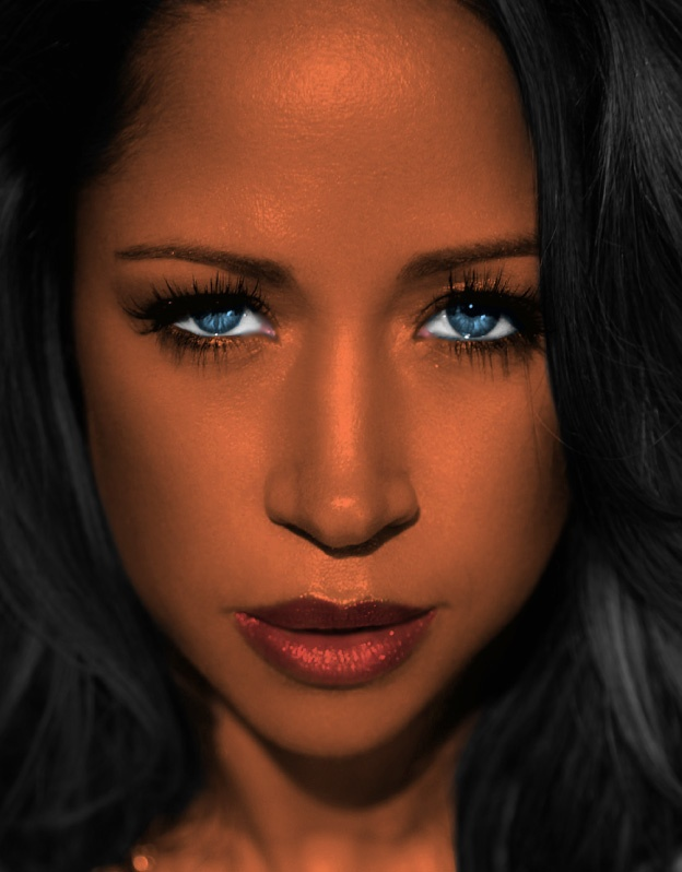 Actress Stacey Dash is notorious for having beautiful eyes that change from green to blue.