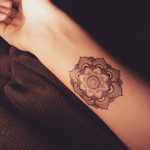 Plus de 1000 id es propos de tatouages sur pinterest - Tatouage mandala poignet ...