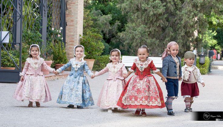 Reportaje de niños en el jardín botánico