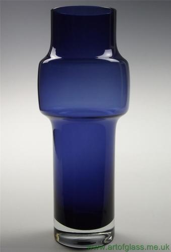 Riihimaki Tamara Aladin Scandinavian vintage 1970s indigo glass vase