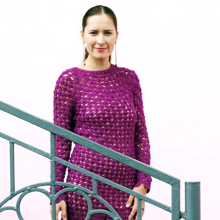 Вязаное платье ручной работы ИРИС / Crocheted dress handmade two-sided cotton model Платье есть истинная элегантность. Свобный стиль, модели оверсайз, универсальность - всё понятно. НО! платье просто должно быть платьем. Точка. Представленное платьесвязано крючком, оно без швов, а потому может быть двухсторонним. Да и это не совсем важное. Самое главное здесь женщина - молодая мама - красивая,  модная, умная, успешная, любящая, добрая, счастливая. А платье... оно просто к ней…