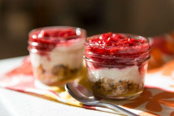 Cheesecake sans cuisson http://cuisinefuteeparentspresses.telequebec.tv/recettes/6/cheesecake-gateaux-au-fromage-sans-cuisson