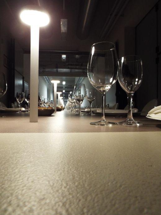 Tavolo con piano in #resina. www.stanzedautore.it