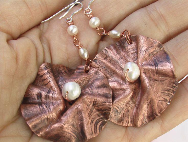 Χειροποίητα σκουλαρίκια απο χαλκό και πέρλες Orecchini in rame con perle