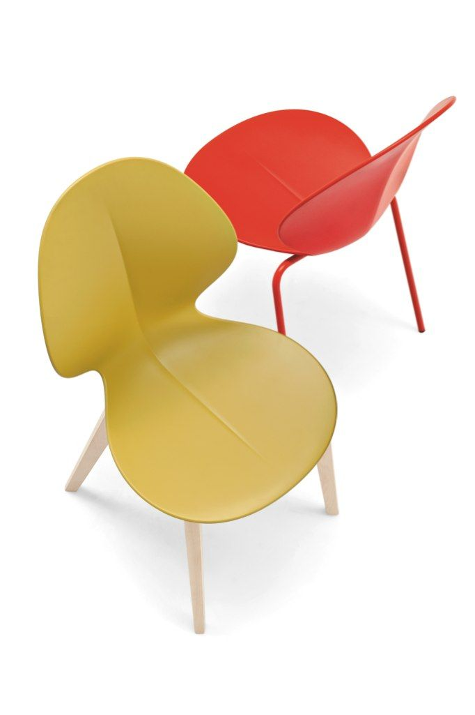 Basil is a funky young chair suitable for patios, gardens as well as bars: the 100% recyclable plastic shell is anatomically shaped for maximum comfort with a midrib running down the middle recalling the basil leaf that gives the chair its name and rests on a 4-leg metal base. This model is also suitable for outdoor use thanks to a special double-layer coating process (polyester on top of a galvanized surface); stackable up to 4 chairs high.
