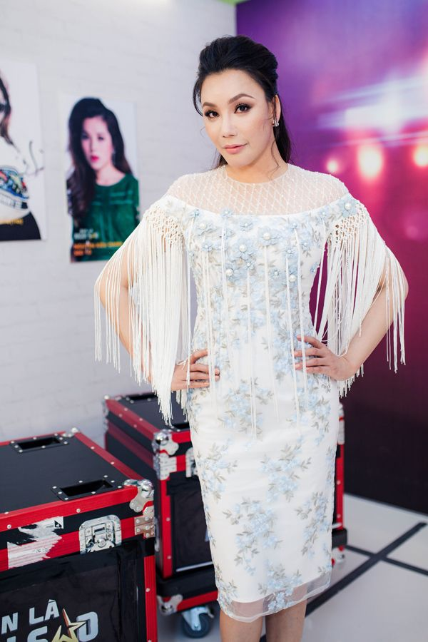 Hồ Quỳnh Hương bị nói bỏ làm giám khảo vì tức giận vị trí ngồi của Hari Won
