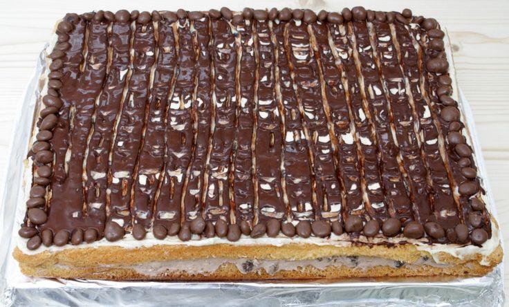 Rumos-mazsolás vaníliás csokis szülinapi torta