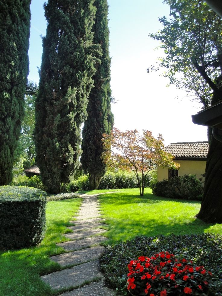 Park with pool and tennis court at Villa di Rovero photo n.8