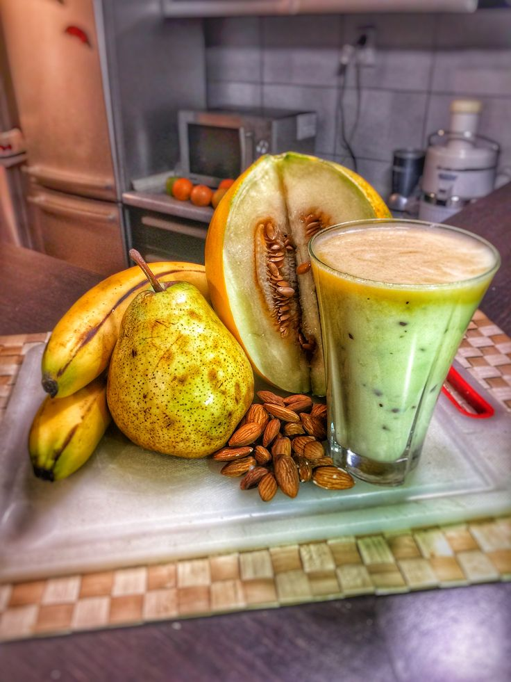 #17 Ingredients (4) Click on Smoothie Image to see Full Nutri-Table Click on Smoothie Image to see Full Nutri-Table Bananas raw 100 gr, Melons cantaloupe, raw 100 gr, Pears raw 100 gr, Nuts almonds 50 gr,