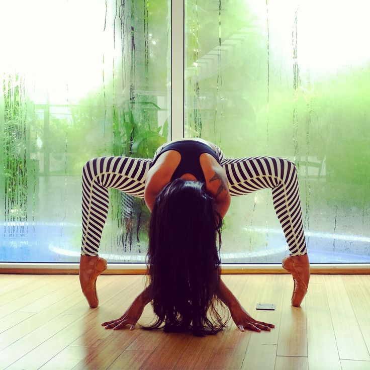 Spider pose on pointe # ballet #yoga