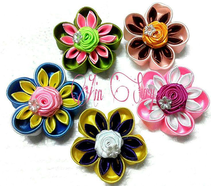 Flowery ribbon brooch