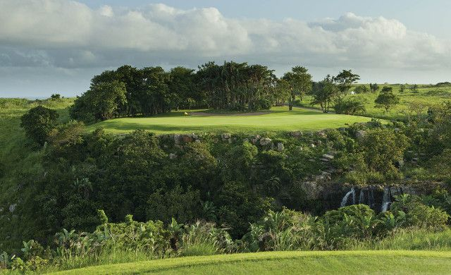Situated on a sweeping and beautiful stretch of coastline, Wild Coast Sun is the only golf course designed by renowned golf architect, Robert Trent Jones, Jr. It's a short but compelling course, and it has hosted several PGA tournaments over the years. For something a bit different, the 13th hole is played across a ravine and a waterfall. Read more about #golf courses of #SouthAfrica on our website.