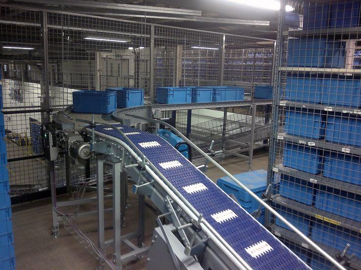 Belt conveyor with modular belt // Pásový dopravník s modulárním pásem