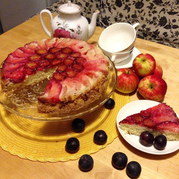 Осенний пирог ! Шарлотка с яблоками и сливой  яркий и вкусный пирог ! Рецепт : яйца - 5 шт сахар - 1 стакан( 200 гр) мука -1 стакан яблоки -4 шт. слива -10 шт. сода - 05 ч.л  гашеная уксусом. ГОТОВИМ : 1взбиваем яйца с сахаром до побеление ( и ещё есть способ проверить правильно взбили или нет  это провести по взбитой массе и след должен остаться и не сразу пропасть ) затем всыпаем муку и аккуратно перемешиваем с низу в верх. Добавляем гашенную соду 2затем Берем форму для выпечке и бумагу…