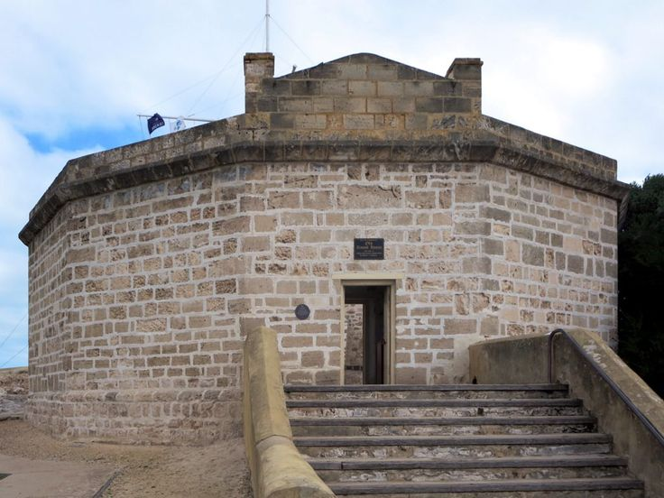 The Round House (1831) on Arthur Head in Fremantle is the oldest building in Western Australia. It originally served as a jail.