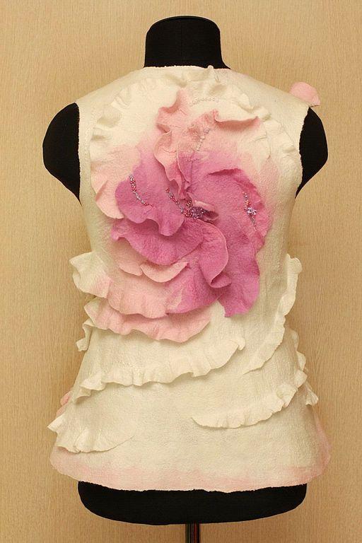 Купить Розовые мечты - белый, розовый, одежда из войлока, Мокрое валяние, валяный жилет, вихрь