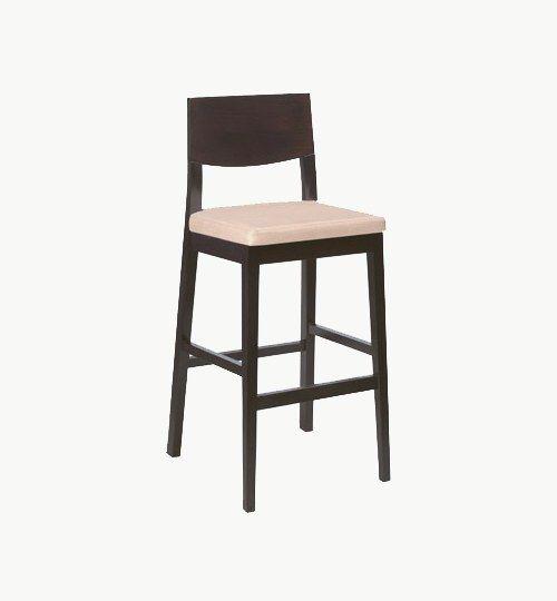 Barstol med stoppad sits, många tyger samt träbets att välja på. Ingår i en serie med vanlig stol och karmstol. Barstolen är tillverkad i trä med bets samt med ett sittskal som är stoppat/klätt. Stolen väger 7 kg, vilket är en normal vikt för en barstol. Tyg Lido 100 % polyester, brandklassad. Tyg Luxury, 100 % polyester, brandklassad. Konstläder Pisa, brandklassad, 88,5% PVC, 11,5% polyester. #azdesign #barstol #brun #vit #inredning #pagedmeble