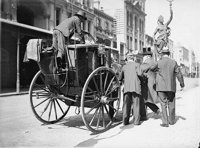 Hansom Cab Streetscene, from old Sydney Town : Date range 1898-1926 v@e