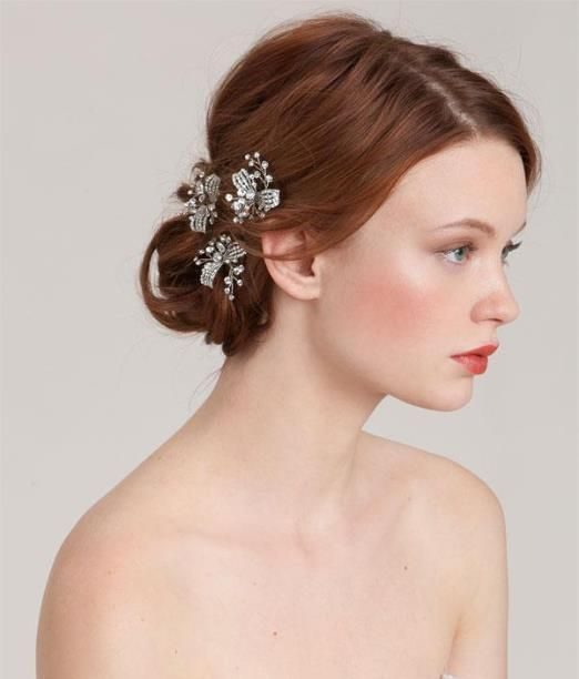 A fresh bridal look: rosy lips, simple hair and sparkly accents