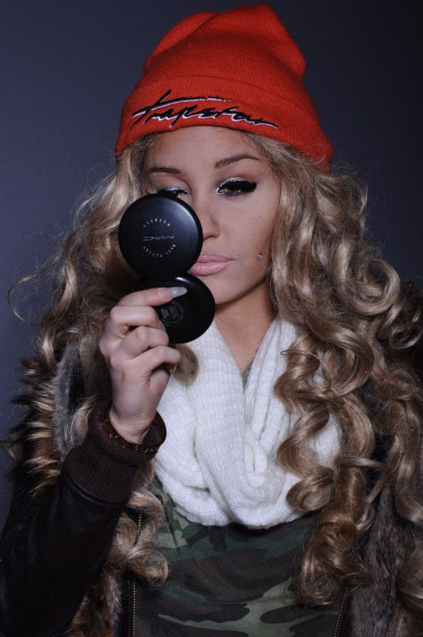 Amanda Bynes is back with new pictures that are crazier than ever.