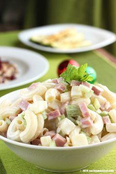 Esta Navidad consiente a los pequeños de la casa con esta deliciosa ensalada fría de coditos con crema, jamón y piña.