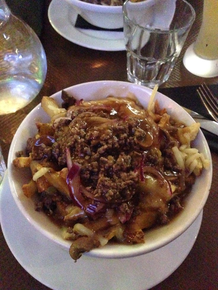 Canadians dishes in Paris. #poutine #canadian #food #moose
