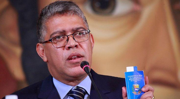 """El ministro y presidente de la Comisión Presidencial para la Asamblea Constituyente, Elías Jaua, dijo que confía en que a falta de un diálogo nacional, la propuesta de una Constituyente significa un espacio necesario para """"evitar la guerra"""""""