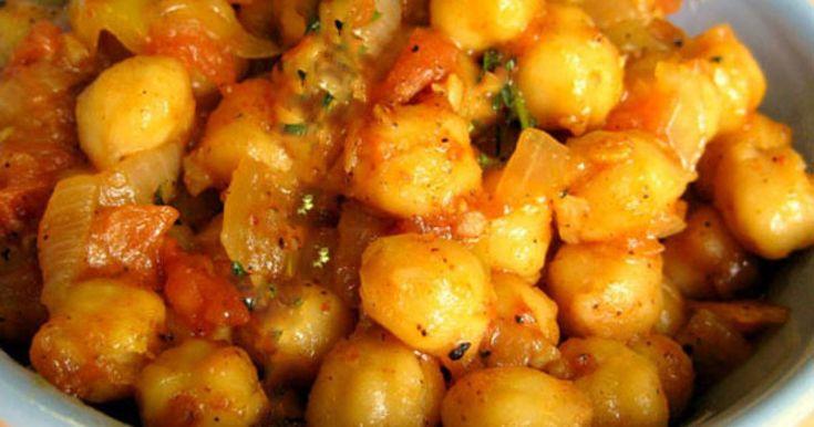 Πλούσια σε μυρωδικά, τα πικάντικα ρεβίθια είναι μια συνταγή ξεχωριστή.