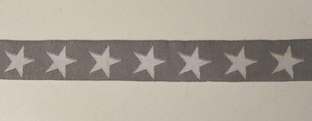 schönes Jacquardband mit zeitlosem Sternemuster Qualität: 100% Polyester Farbe: taupe, weiß Maße: 1,6 cm breit Verwendung: zum Dekorieren von Patchwork- und Bastelarbeiten aller Art, auch...