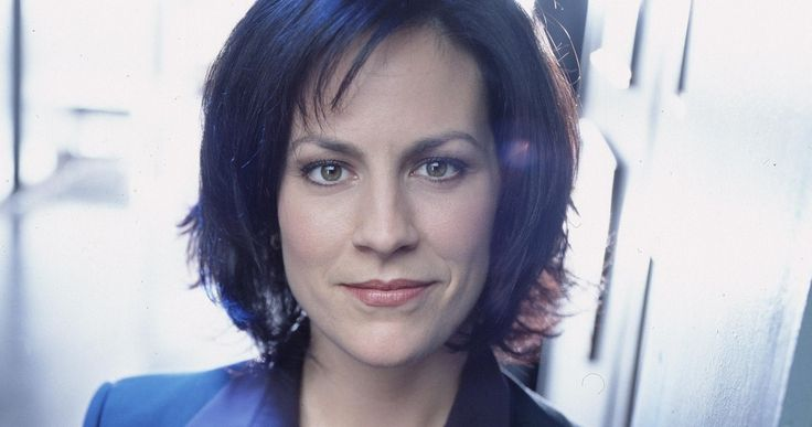 'The X-Files' Brings Back Annabeth Gish as Agent Reyes -- Original 'X-Files' star Annabeth Gish has signed on to reprise her role as FBI agent Monica Reyes in Fox's new six-episode revival series. -- http://movieweb.com/x-files-revival-cast-annabeth-gish/