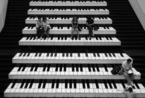 http://creativephotographymagazine.com/wp-content/uploads/2011/05/city-life-photography23.jpg