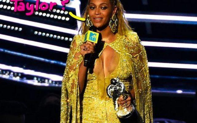 MTV VMA's 2016: Beyoncé vince tutto, Drake si fa friendzonare Come ogni anno si sono svolti gli attesissimi Video Music Awards consumandosi nell'ennesima nuvola di trash e momenti indimenticabili tra cui Drake friendzonato da Rihanna in mondovisione, l'intensa  #mtv #vmas2016 #vincitori