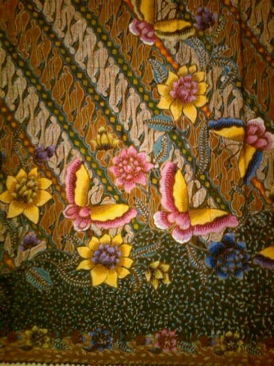 Jawa Hokokai Batik. Full of colorfull flowers and butterfly | Indonesian Batik