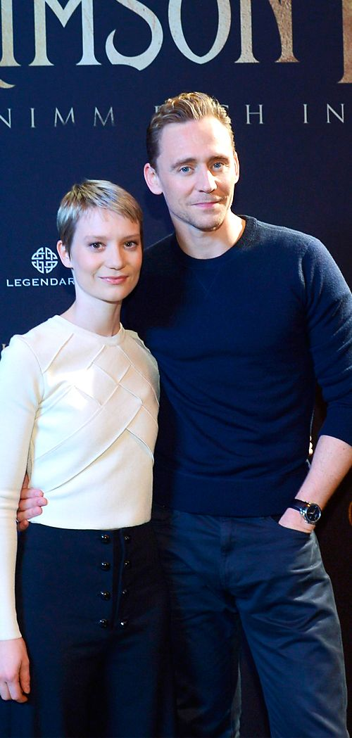 Mia Wasikowska and Tom Hiddleston at Crimson Peak im IMAX Kino in Berlin on September 29, 2015. Full size image: http://ww3.sinaimg.cn/large/6e14d388jw1ewk8osxy86j21kw11v13k.jpg Source: Torrilla, Weibo