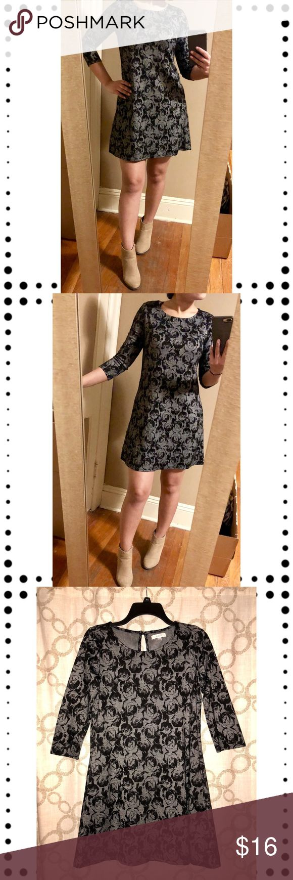 NWOT Shift dress with pockets Awesome Halo brand gray and black abstract rose print shift dress Never worn, only tried on for pictures  Pictures taken with and without flash Could fit an XS-S  The best feature are the pockets !!  Bundle and save, I'll make a private offer 🛍🛍🛍 Halo Dresses