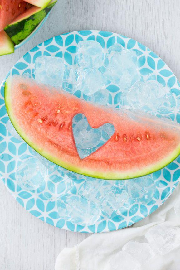 Lecker und gesund: Die Wassermelone ist das absolute Sommer-Food und enthält nur wenige Kalorien. Wir verraten Ihnen neue Rezept-Ideen.
