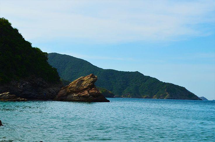 La piedra del sapo de la fertilidad, tallada por las olas del mismo mar.