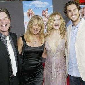 29 Hollywood Celebrities With Their Brothers And Sisters http://celebnco.com/24-hollywood-celebrities-with-their-brothers-and-sisters/